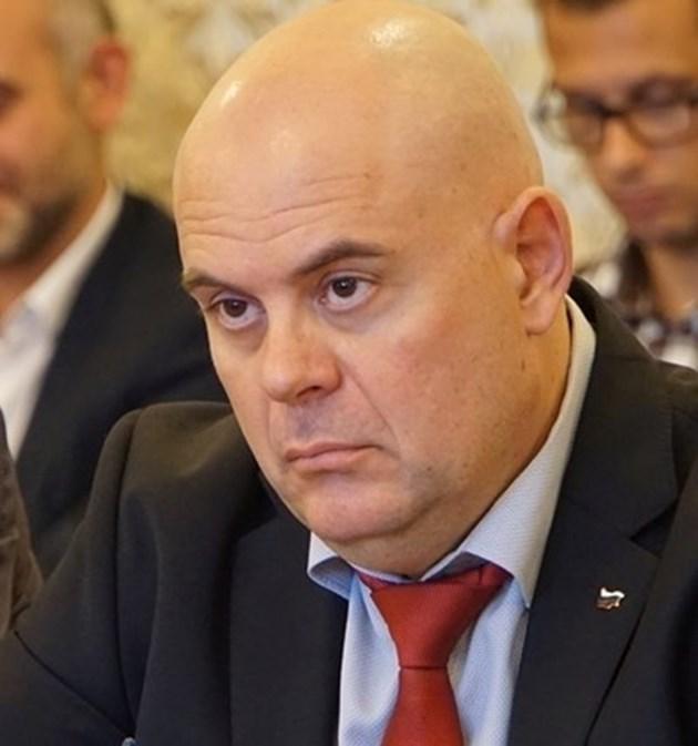 Иван Гешев: Разкрити са 2 убийства, за едното е задържан 90-годишен