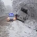 Турски автобус се обърна след удар в дърво на пътя Русе-Бяла
