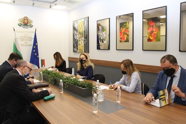 Николова увери посланика на Великобритания в комфорта на туристите у нас