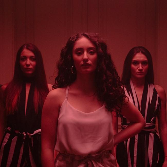Дъщерята на Саня Армутлиева във видеото към дебютната си песен