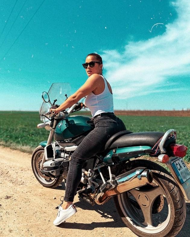 Евгения Джаферович е секси мотористка