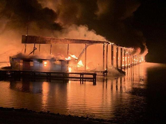 8 загинали при пожар в яхтено пристанище в САЩ