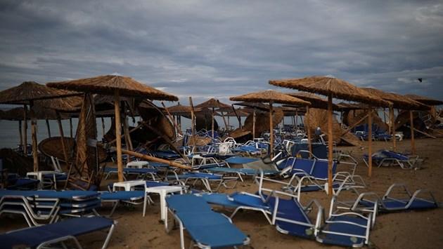 """Библейско опустошение"" на полуостров Халкидики след бурята (Снимки)"