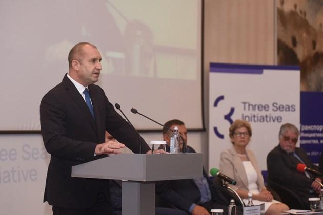 """Конференцията за инициативата """"Три морета"""" организирана от транспортен институт"""