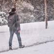 Митко Павлов броди в парка, пее песни