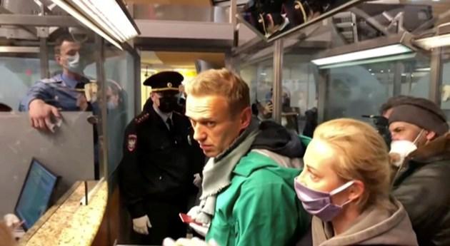 Задържаха Алексей Навални при кацането му в Москва (Видео)