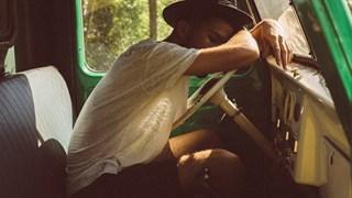Защо мъжете заспиват след оргазъм?