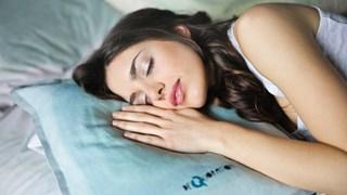 Как правилно се перат възглавници с пух