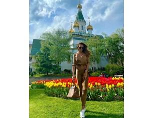Ивайла Бакалова се радва на лалета