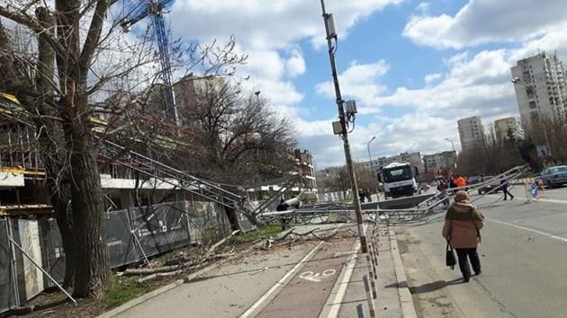 30-метров кран падна в Младост