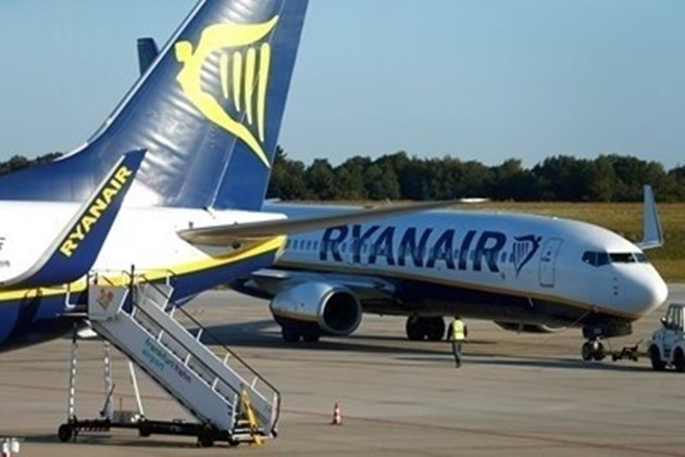 """""""Райънеър"""" съкращава с до 40% зимното си разписание за полети"""