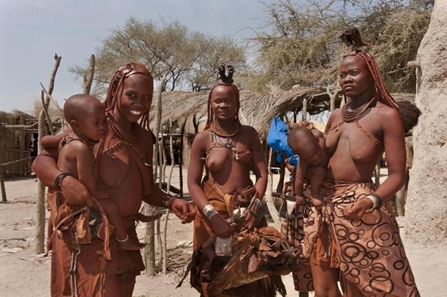 В Намибия туристите могат да посетят села, в които хората живеят така, както са го правили преди столетия.