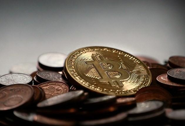 Биткойнът се срина и повлече криптовалутите към ново дъно