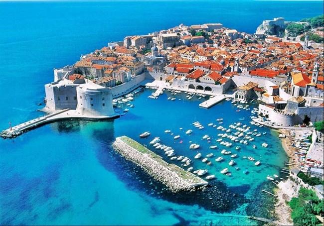 Дубровник, който преживя 7-месечна обсада, е перлата на Хърватия.