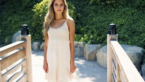 Нейно величество Бялата рокля (галерия)