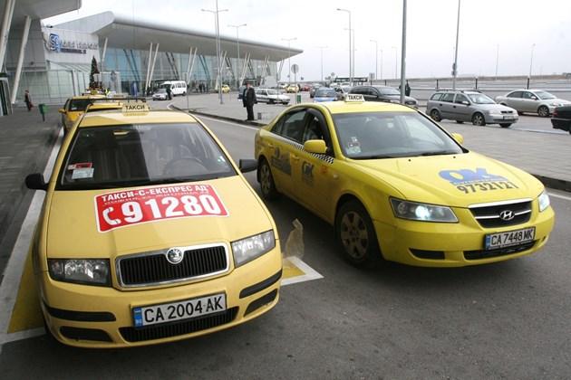 Таксито по-скъпо с 1,61 лв. за всеки курс при вдигане на първоначалната такса