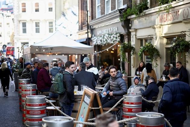 Британските ресторанти с недостиг на персонал в навечерието на отварянето