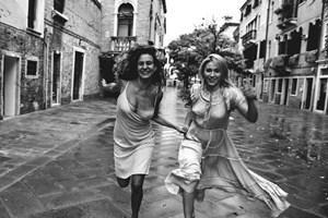 Бакалова се надбягва с Мила Робърт във Венеция