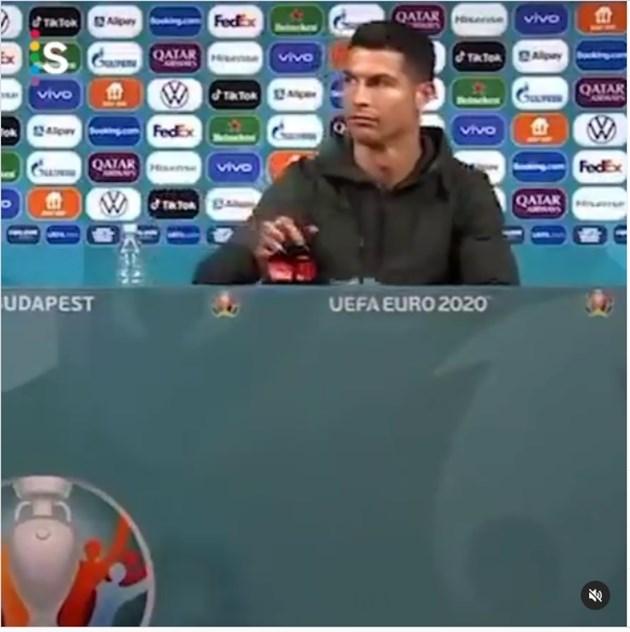 Кадър от пресконференцията на Кристиано Роналдо