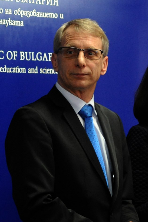 """Министър Николай Денков: Ще има втори етап на кандидатстване по програма """"Отново заедно"""""""