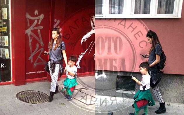 Диляна Попова на разходка с малкия