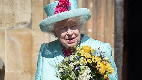 Какво крие в чантичката си кралица Елизабет Втора