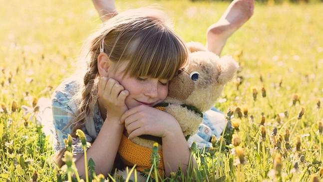 12 неща, които ще ви помогнат да отгледате обичано дете