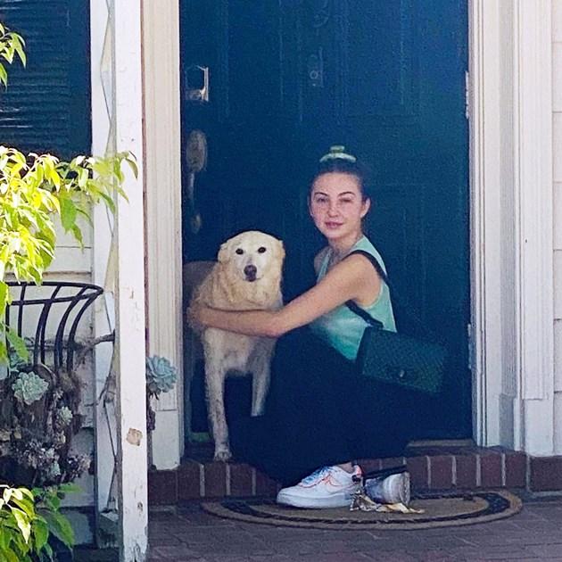 Дъщерята на певицата с кучето