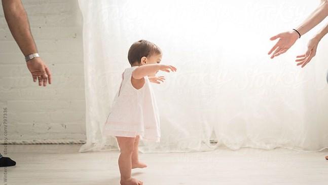 Бебетата се научават да ходят по-лесно, ако не носят обувки