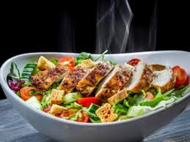 Свежа салата с пилешко филе