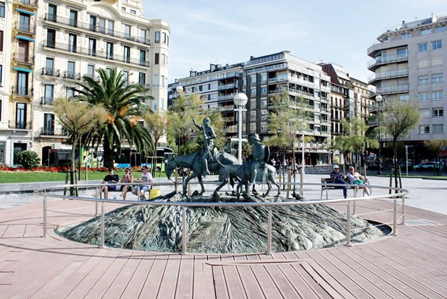 Няма испански град без паметник на Дон Кихот и Санчо Панса