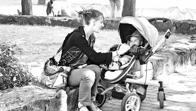 Ако сте от майките, които не искат никой да пипа бебето им, не се чувствайте виновна