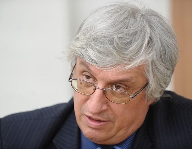 Иван Нейков: Трябва да даваме парите не за безработни, а за дейности