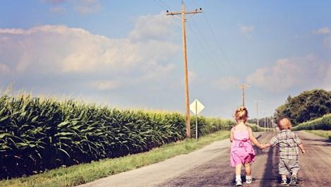 На какво родителите трябва да научат първото дете преди раждането на второто