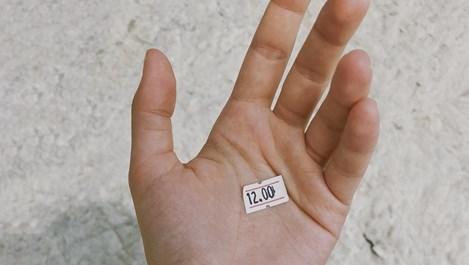 Как да премахнем етикет от дадена вещ безпроблемно и лесно