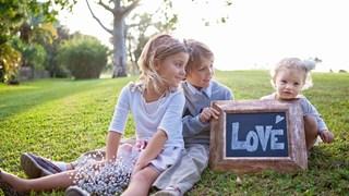Има три неща, които възрастните могат да научат от децата - да бъдат радостни без повод, винаги да са заети с нещо и да се стремят с всички сили към това, което желаят