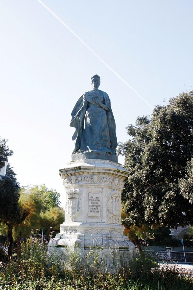 Паметникът на кралицата майка Мария Кристина, която е направила много за Сан Себастиан.