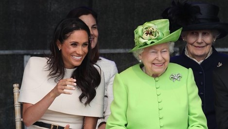 Кралица Елизабет Втора и Меган Маркъл на първи съвместен ангажимент (Снимки)