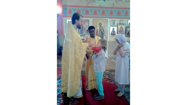 Царският внук Симеон-Хасан взе първо причастие