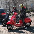 Вергов и дъщеря му пърпорят с моторетки