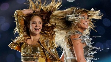 """За 12 минути Дженифър Лопес и Шакира написаха история на полувремето на """"Супербоул"""" (Видео)"""