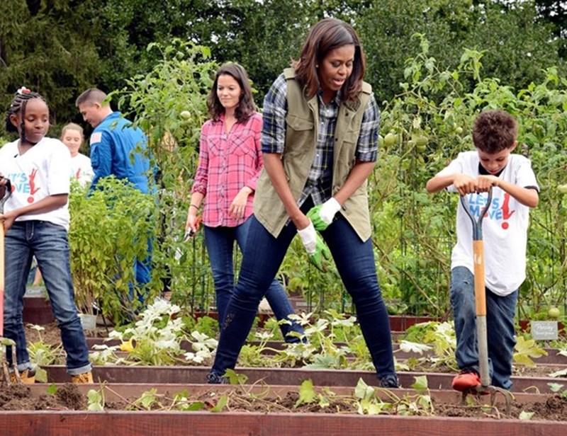 Докато бе първа дама на САЩ, Мишел Обама активно участваше в програма срещу затлъстяването на американските деца. Тя отглеждаше дори зеленчуци в градините на Белия дом.