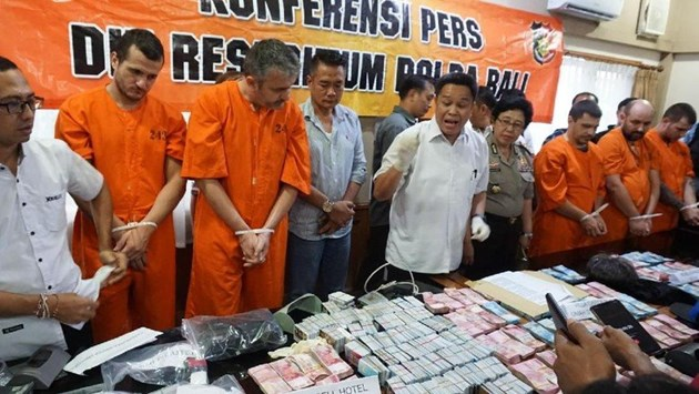 6 г. затвор грозят петима,точили карти на Бали