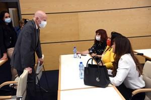 Царят разговаря с бившите депутатки от НДСВ Теодора Дренска, Деница Димитрова и Марина Дикова.
