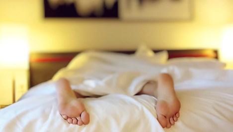 Защо двойките, които спят поотделно, правят повече секс