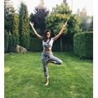 Алисия става йога
