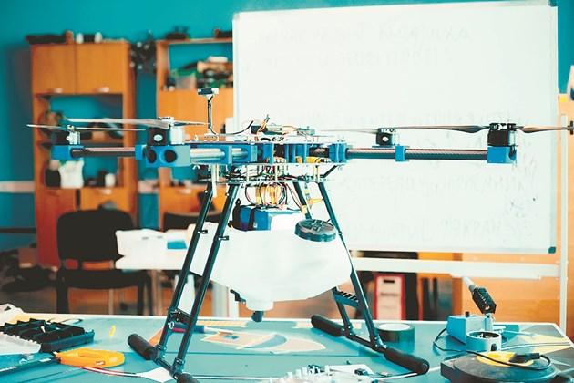 Понастоящем дронът Agroday е проектиран да носи полезен товар до 2 кг