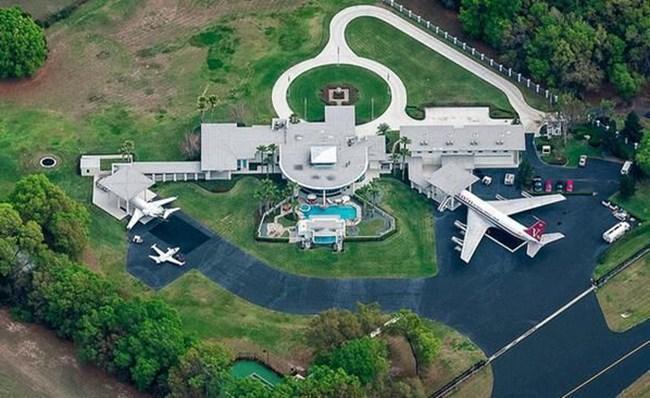 Къщата на Траволта с пистите и самолетите му СНИМКИ: РОЙТЕРС И АРХИВ