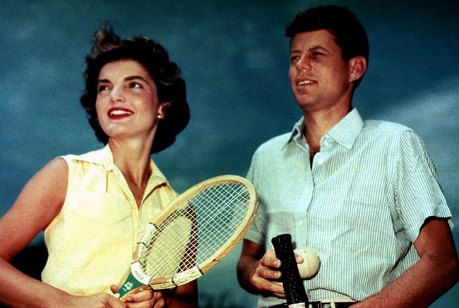 Джаки Кенеди така и не разбира кой убива съпруга й Джон.