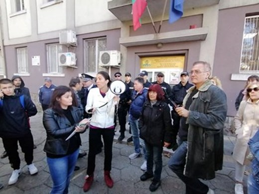 Зам.областен на Бургас и днес при протестиращи срещу зеления сертификат